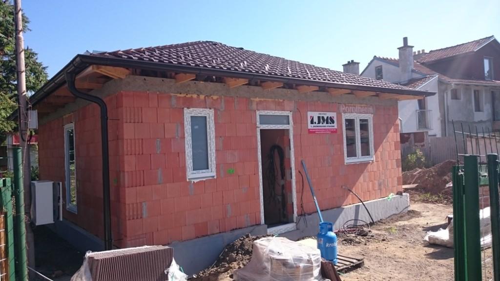 Hrubá stavba domečku v Hustopečích